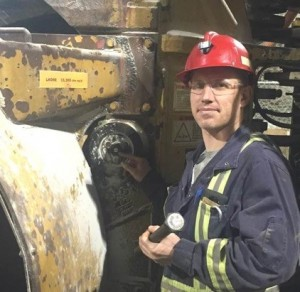 Installing SmartBolts to help the underground mechanics with bolt tension inspection